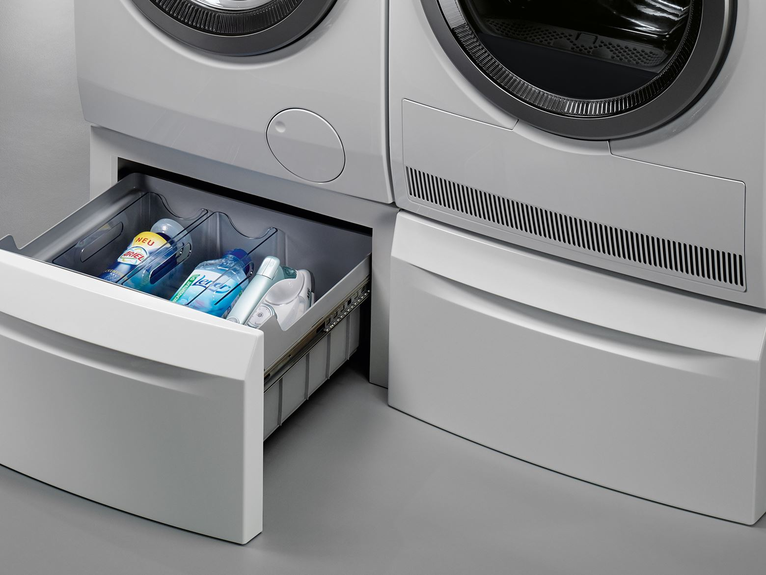 aeg_laundry_pedestal